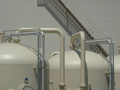 Strip Heaters Maintain Temperature in Resin Kettles
